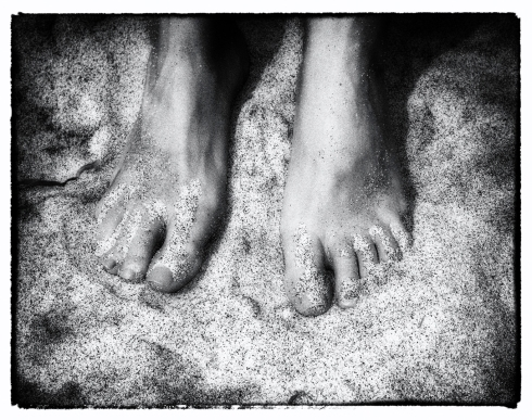feet_at_the_beach